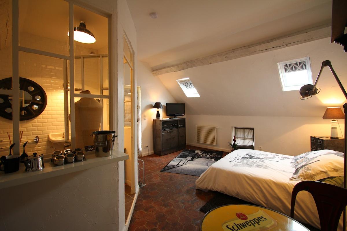 La chambre la citadine au vieux cadran au vieux cadran - Chambre d hote thury harcourt ...